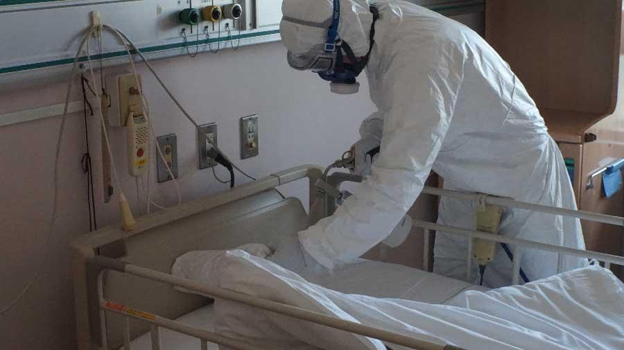 コロナ患者病院での消毒作業